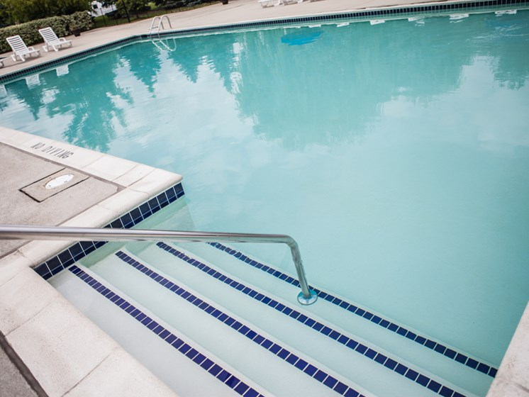 Pool at Prentiss Pointe Apartments, Michigan 48045