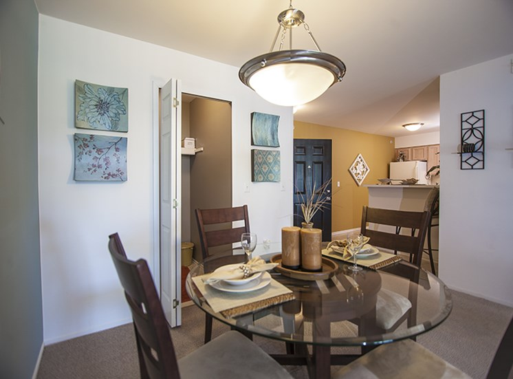 Dining Room at Prentiss Pointe Apartments, Michigan 48045