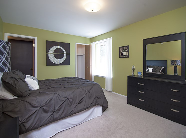 Bedroom at Prentiss Pointe Apartments, MI 48045