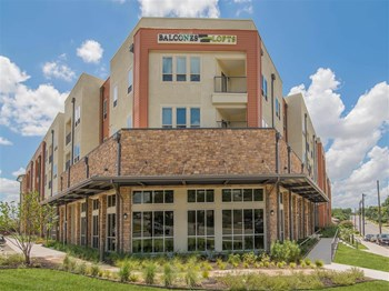 3230 Hillcrest Drive 1-3 Beds Apartment for Rent Photo Gallery 1