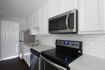 401 Washington Blvd 1 Bed Apartment for Rent Photo Gallery 1