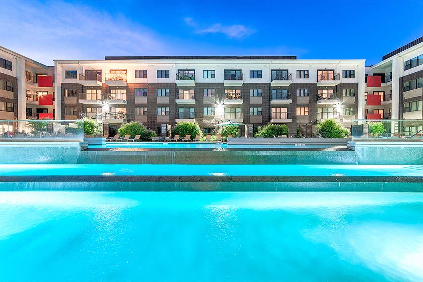 Pool 1¦Axis 3700 Apartments Plano, TX