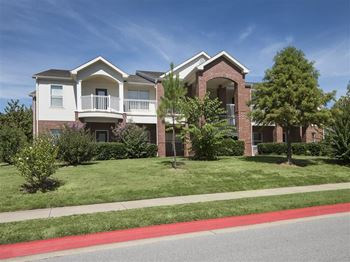 400 S. Futrall Drive 1-2 Beds Apartment for Rent Photo Gallery 1