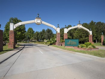 2400 E. Cliffs Blvd 1-2 Beds Apartment for Rent Photo Gallery 1