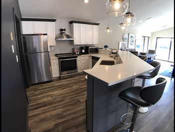 2105 Kensington Dr 1 Bed Apartment for Rent Photo Gallery 1
