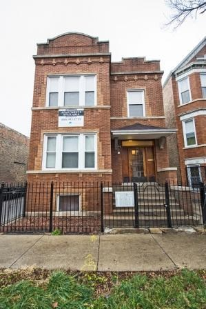 2542 S Trumbull 2-3 Beds Apartment for Rent Photo Gallery 1