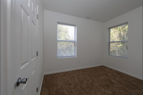 3302 clifton ave apartments in baltimore md pangea - 3 bedroom apartments in baltimore ...