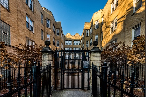 South Shore Apartments for rent in Chicago | 7612 S Kingston