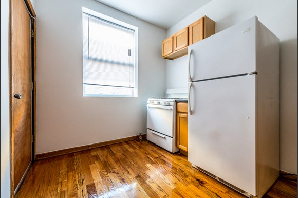 South Shore Apartments for rent in Chicago | 7612 S Kingston Kitchen