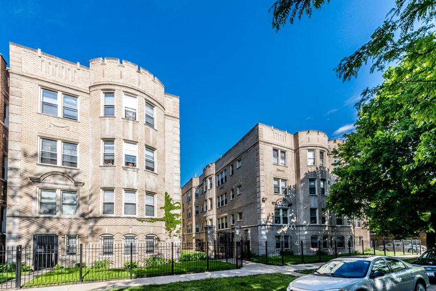 South Shore Apartments for rent in Chicago | 7700 S Kingston