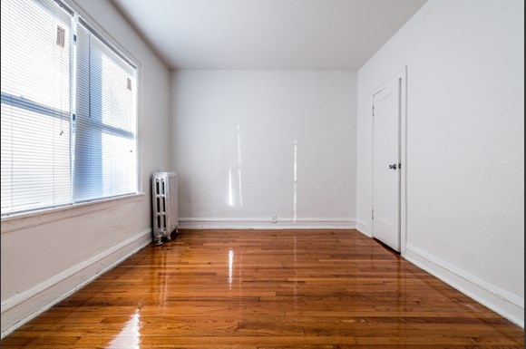 South Shore apartments for rent in Chicago | 1748 E 71st Pl Bedroom