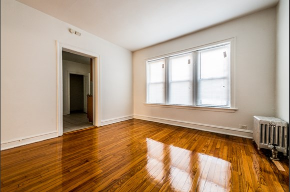 South Shore apartments for rent in Chicago | 1748 E 71st Pl Dining Room