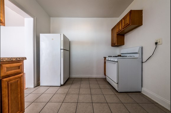 South Shore apartments for rent in Chicago | 1748 E 71st Pl Kitchen