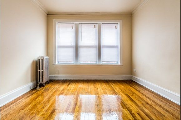 Park Manor Apartments for rent in Chicago | 212 E 69th Pl Bedroom
