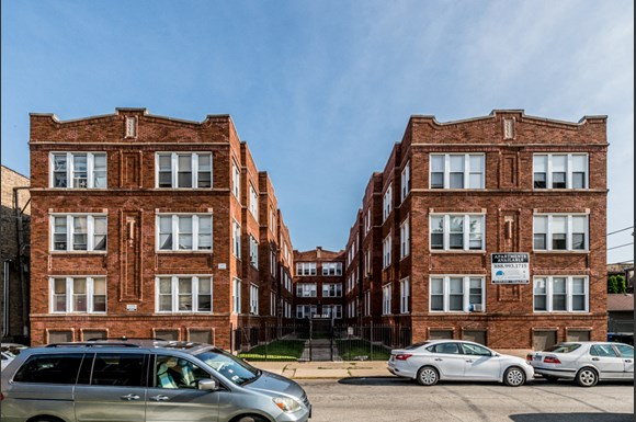 Park Manor Apartments for rent in Chicago | 212 E 69th Pl