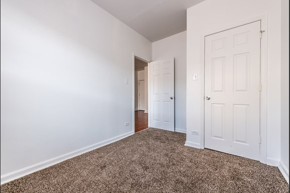 Hyde Park Apartments for rent in Chicago | 4901 S Drexel Blvd Bedroom