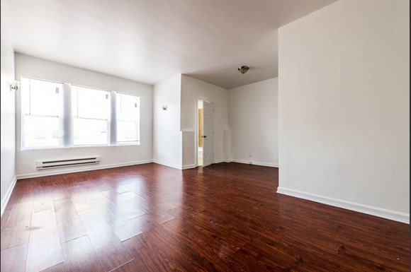 Hyde Park Apartments for rent in Chicago | 4901 S Drexel Blvd Living Room