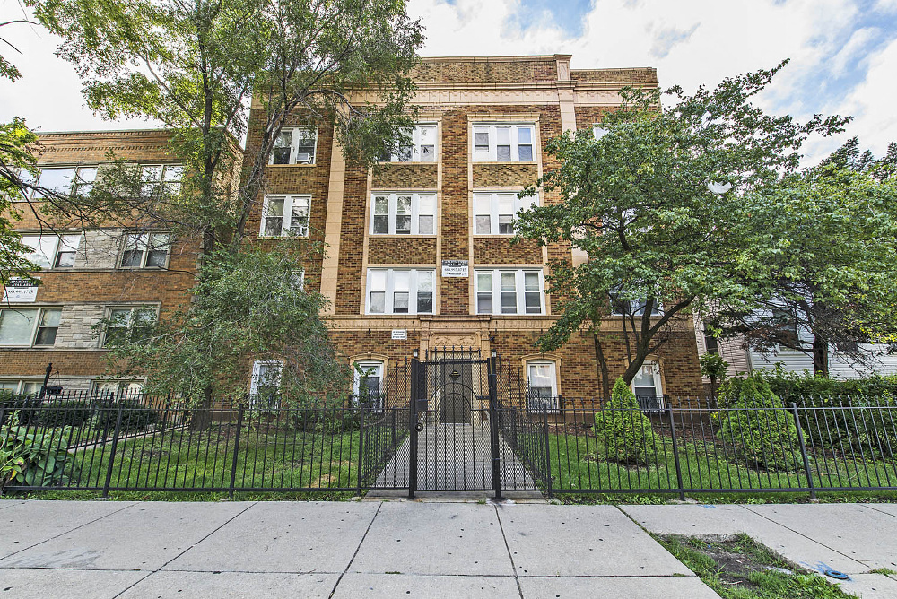 Apartments for rent under $900 in Chicago - 723-25 N Central Ave
