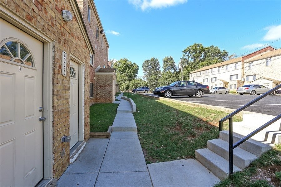 Garwyn Oaks Apartments with Parking