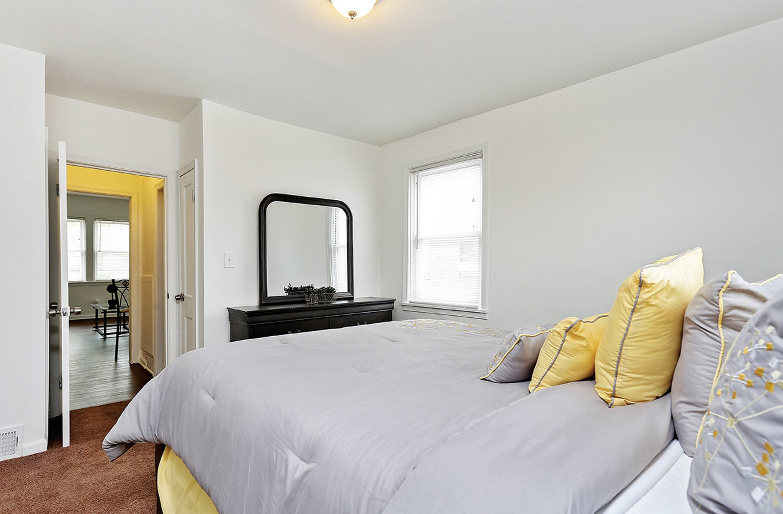Pangea Oaks Apartments are affordable housing options in Baltimore.