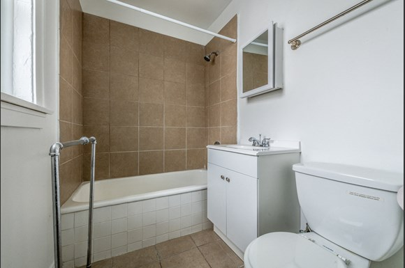 Pangea Chicago Lawn Apartments for rent | 6238 S Western Ave Bathroom