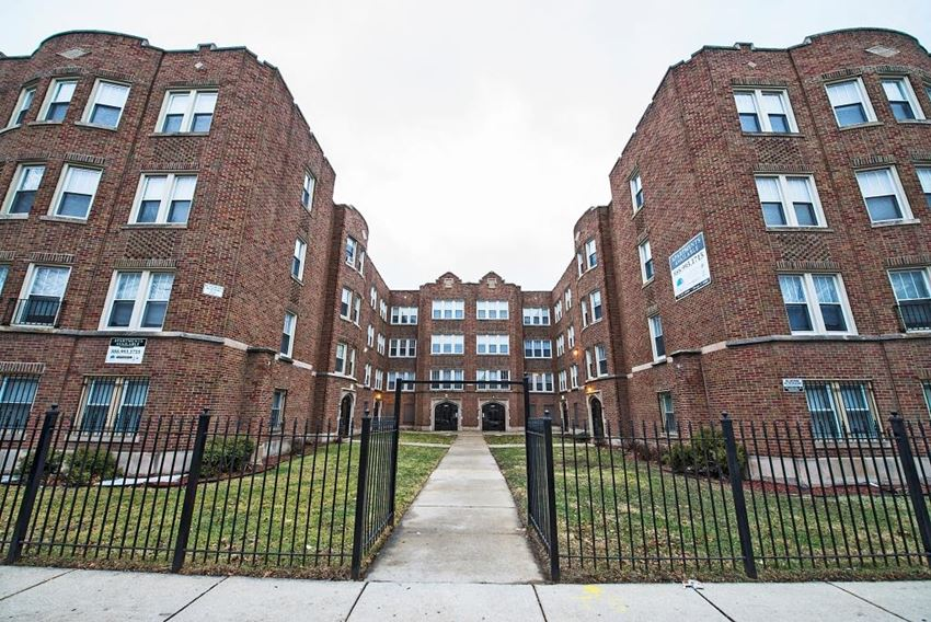 8222 S Ingleside Ave Apartments Chicago Exterior