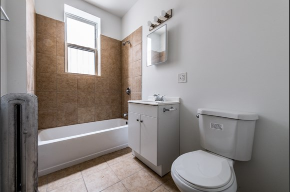 South Austin Apartments for rent in Chicago | 5125 W Madison Bathroom