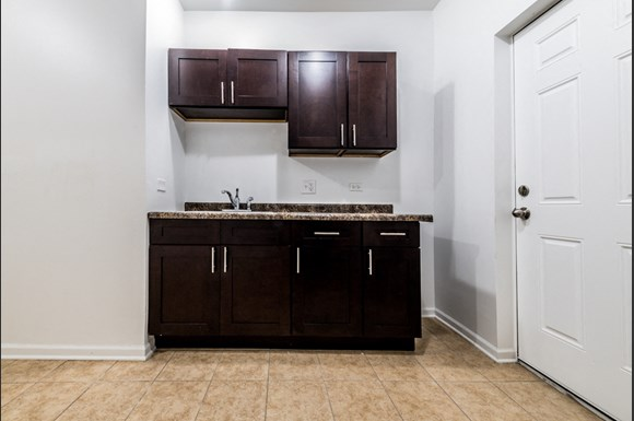 South Austin Apartments for rent in Chicago | 5125 W Madison Kitchen