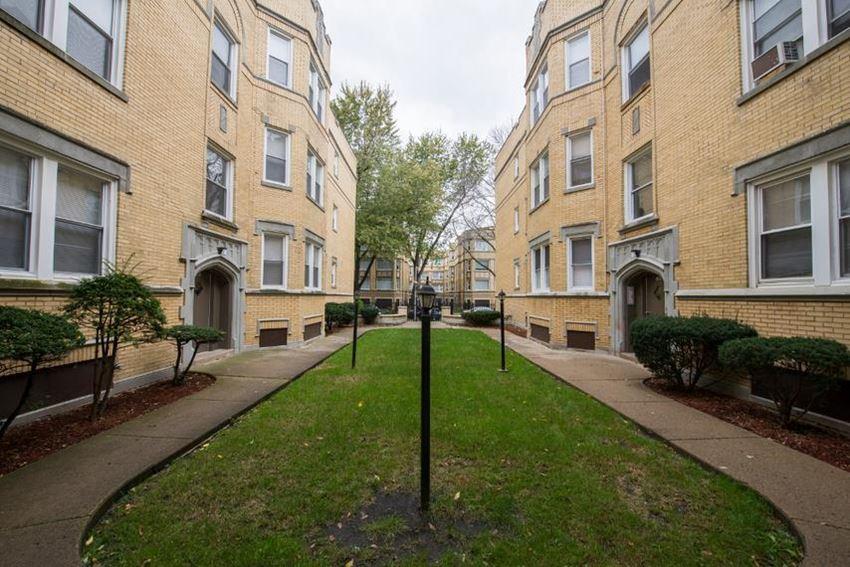 7801 S Essex Ave Apartments Chicago Exterior