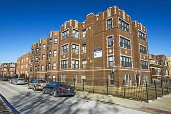 1704 W 77th St 1-2 Beds Apartment for Rent Photo Gallery 1