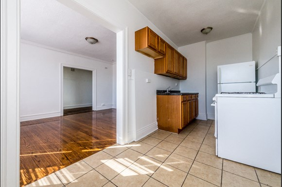 Chatham Apartments for rent in Chicago | 741 E 79th St Kitchen