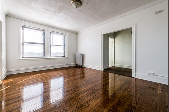 Chatham Apartments for rent in Chicago | 741 E 79th St Living Area
