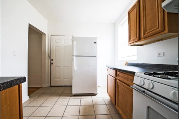 Kitchen 8155 S Ingleside Ave Apartments Chicago