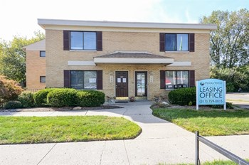 1366 N Arlington Ave 2 Beds Apartment for Rent Photo Gallery 1