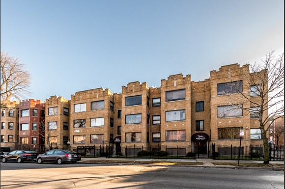 South Shore Apartments for rent in Chicago | 7549 S Yates