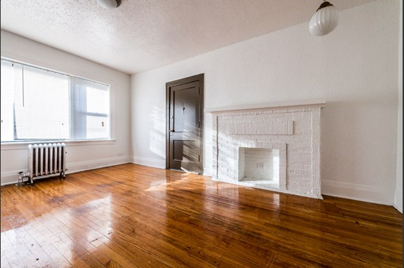 South Shore Apartments for rent in Chicago | 7549 S Yates Living Room