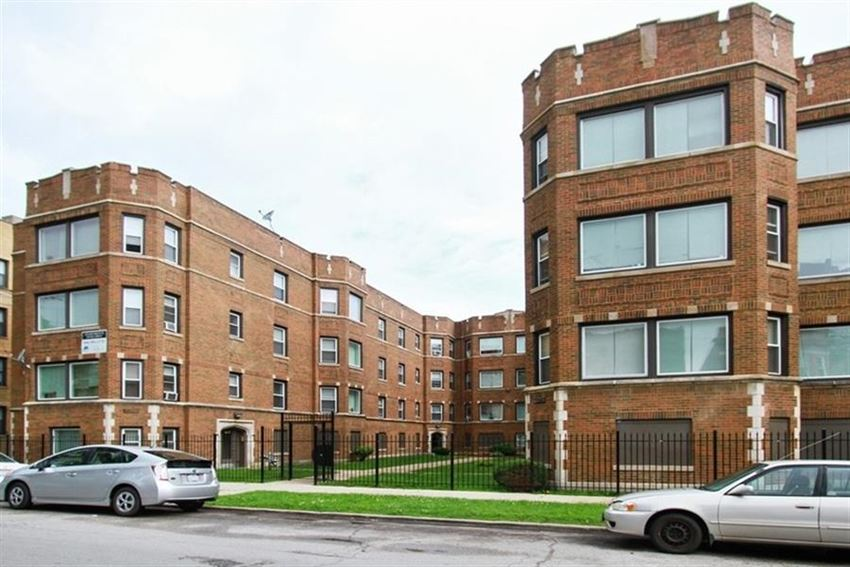 1742 E 72nd St Apartments Chicago Exterior