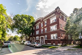 7755 S Sangamon St 2-3 Beds Apartment for Rent Photo Gallery 1
