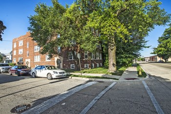 102 S 17Th Ave 1-2 Beds Apartment for Rent Photo Gallery 1