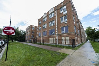 3600 W Franklin Blvd 1-3 Beds Apartment for Rent Photo Gallery 1