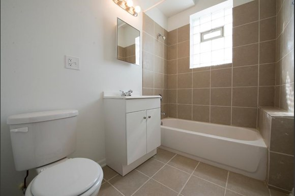 Humboldt Park Apartments in Chicago | 1357 N Homan Bathroom