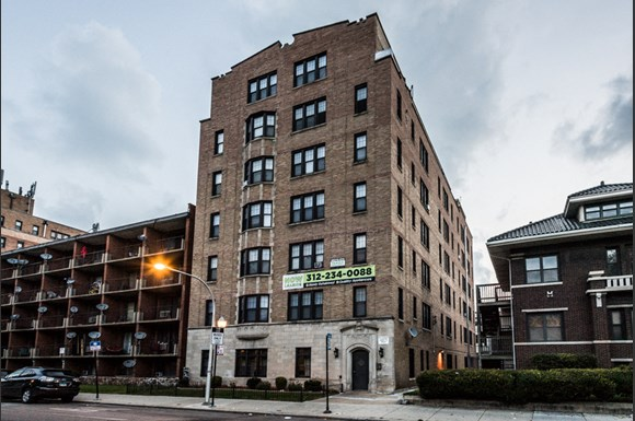South Shore Apartments for rent in Chicago | 6751 S Jeffery Ave