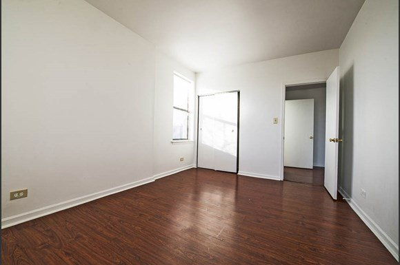 South Shore Apartments for rent in Chicago | 1734 E 72nd St Bedroom