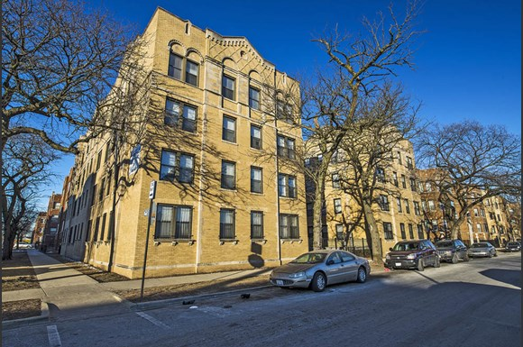 South Shore Apartments for rent in Chicago | 1734 E 72nd St