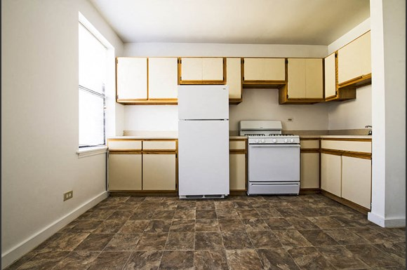South Shore Apartments for rent in Chicago | 1734 E 72nd St Kitchen