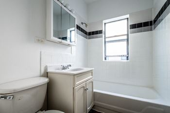 7316 S Jeffery Blvd 2-4 Beds Apartment for Rent Photo Gallery 1