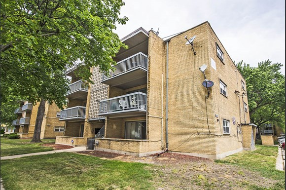 Apartments in Riverdale, IL | 13905 S Clark