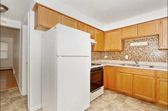 8806 S Cottage Grove Ave Rentals Chicago Il Rentcaf 233