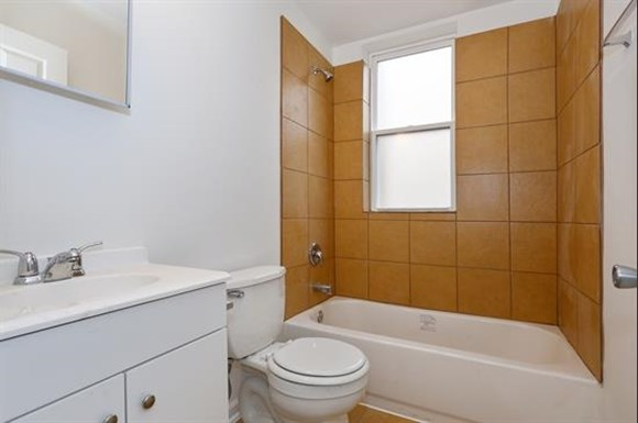 3407 Fairview Ave Apartments Baltimore Bathroom
