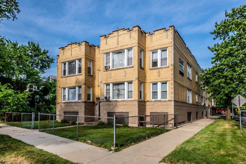 Exterior 9100 S Dauphin Ave Apartments Chicago